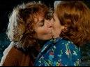 El apasionado beso de Celia a Dolores Allí abajo