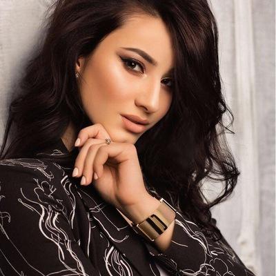 Элина Хасаханова