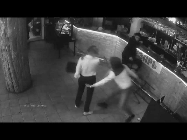Смотреть с 4 минуты. Официантка в казанском кафе Цезарь уложила гопника.