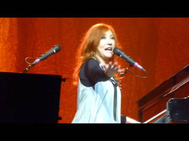 Tori Amos The Power Of Orange Knickers and full iphone improv @ Caprices festival 2013.