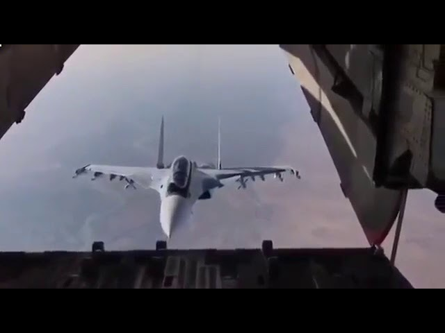 Инспекция на высоте Су 30 заглянул внутрь транспортного Ил 76