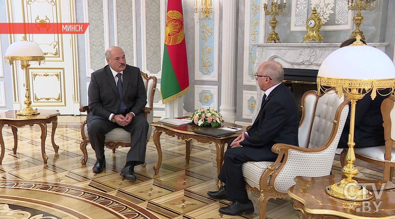 Лукашенко хочет посетить Кубу ипобывать намогиле Фиделя Кастро