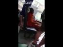 В Таиланде девушка засняла монаха, который мастурбировал прямо в автобусе.   Познал дзен