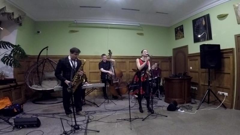 High fly. Анна Лукшина и Thefacepalmers фрагмент концерта в Social club Римский-Корсаков