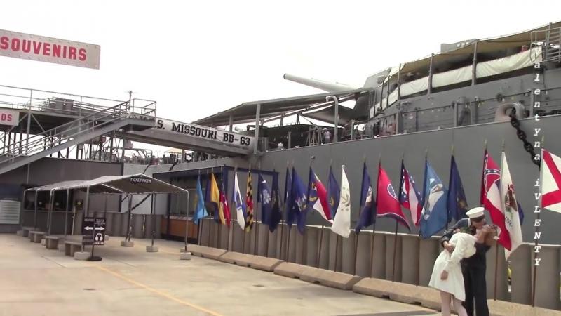 Военный корабль «Миссури» (ББ-63) на вечной стоянке в Пёрл-Харборе.