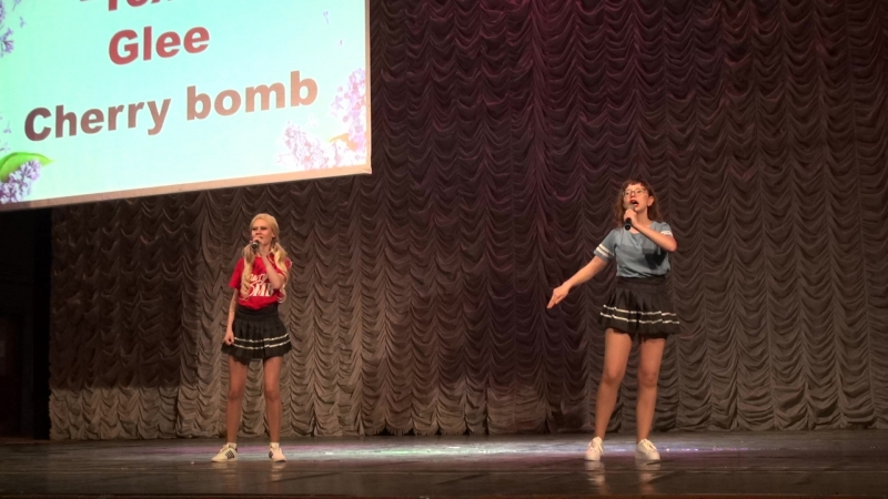 Караоке-Toxic-Glee-Cherry bomb