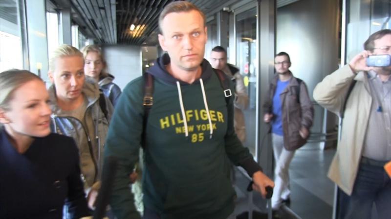 Скандально известный блогер Навальный вернулся в Москву из заграничного турне. ФАН-ТВ