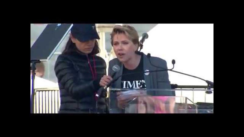 Scarlett Johansson Mila Kunis at Women's March in LA