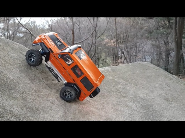 RC CAR MST CFX-W Benz G-Class Bargain Snow Rock Crawling 4