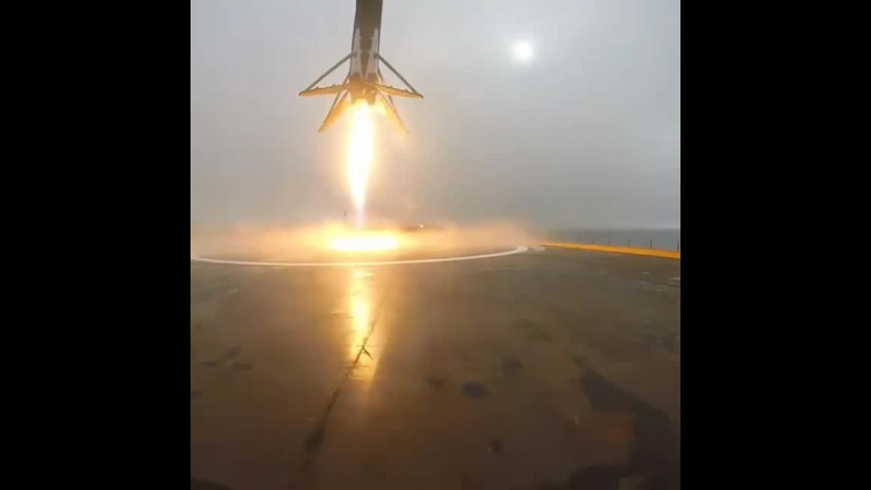Narrowly Missed: Landing Of SpaceX's Returning Falcon 9 Rocket - Spaceman