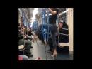 Стриптиз в московском метро. Девушка танцует Pole Dance в вагоне. Стрип пластика импр
