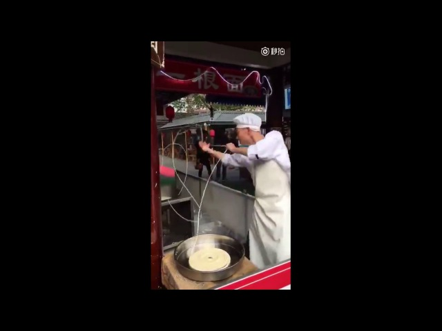 The most passionate chef on earth? Chinese chef's noodle pulling dance stunned customers