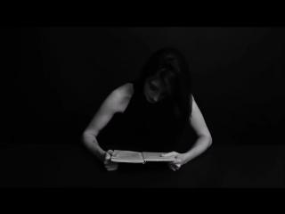 Девушки на вибраторе читают книги. Литературный оргазм!