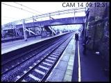 Мужик попытался прыгнуть под скоростной поезд (6 sec)
