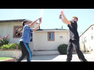 Дети сражаются на световых мечах. Досмотреть до конца!