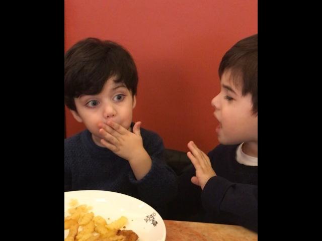 """Главное в жизни - это СЕМЬЯ! on Instagram: """"Наш капризный в еде Мурадик пытается братика переманить на свою сторону. А Шамильке хоть бы что, практи..."""