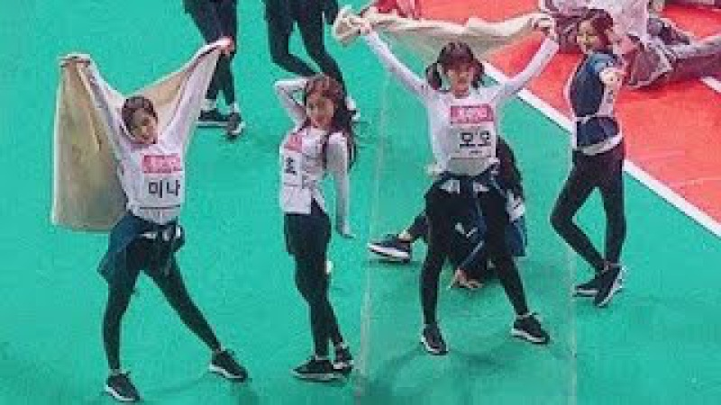 TWICE dancing to Candy Pop at ISAC 2018 Candy Pop dance Tzuyu Nayeon Mina Momo