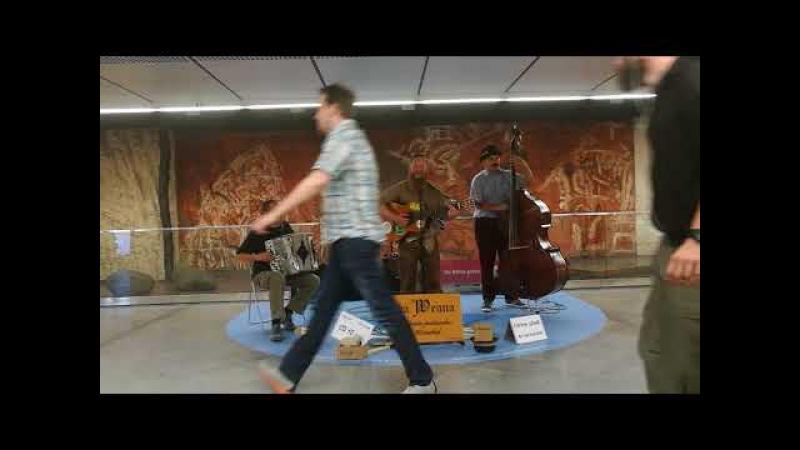Straßenmusik in Wien (U- Bahn Stars - Da Weana - Gigolo)