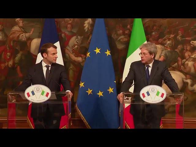 Emmanuel Macron Conférence de presse conjointe avec Paolo Gentiloni à Rome au Palazzo Chigi 11/01/18