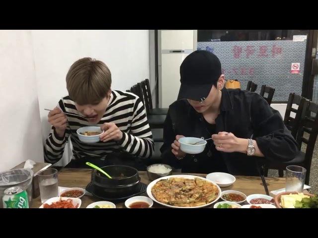 171122 SHINee Taemin taking care of camera man