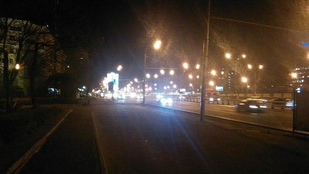 Ленинградский проспект с видом на Гидропроект (дом-самсунг-смартфон).  Станцию Сокол легко узнать по этому экрану в 40 метров