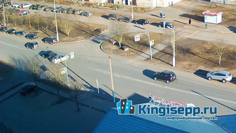 ДТП на Большом Бульваре Кингисеппа попало на запись веб-камеры. Момент столкновения. KINGISEPP.RU