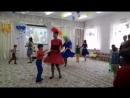 Танец буги-вуги мам и сыновей на выпускном в детском саду