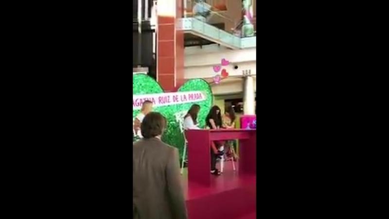 Tini Stoessel z fanami na prezentacji perfum RebelLove (5)