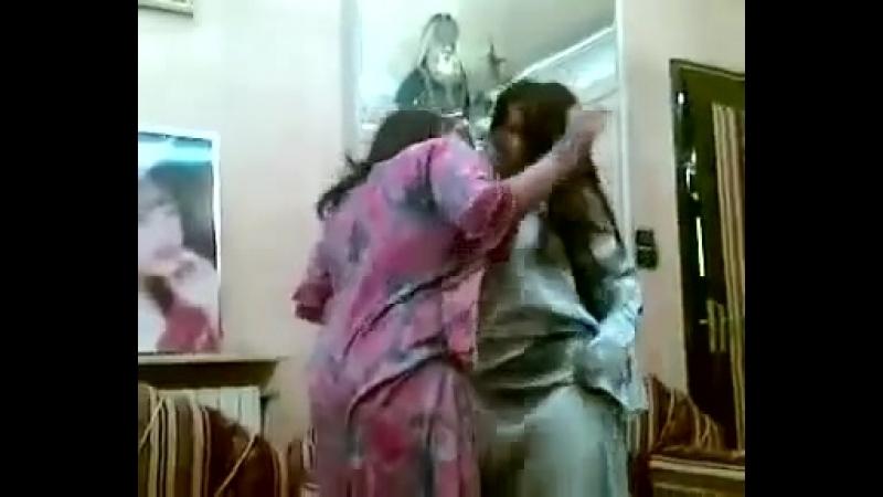 Kuwaiti girl Belly dance at home 22061