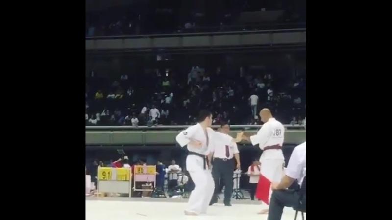 Игорь Загайнов выиграл свой первый бой. Соперник сдался на 20 секунде! 35th All Japan Weight Category Karate Championships