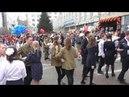 Акция Вальс Победы танец флешмоб в Екатеринбурге Ах, эти тучи в голубом 9 мая 2018