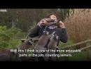 Курьез: журналиста BBC во время съемки искусали голодные лемуры