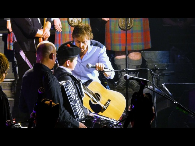 Paul McCartney with pipe band member Jackson at Qudos Bank Arena, Sydney - 12-12-2017