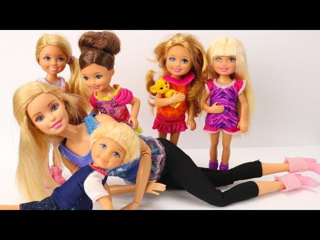 Дети пришли домой на Соревнование! Мама Барби мультик школа с куклами
