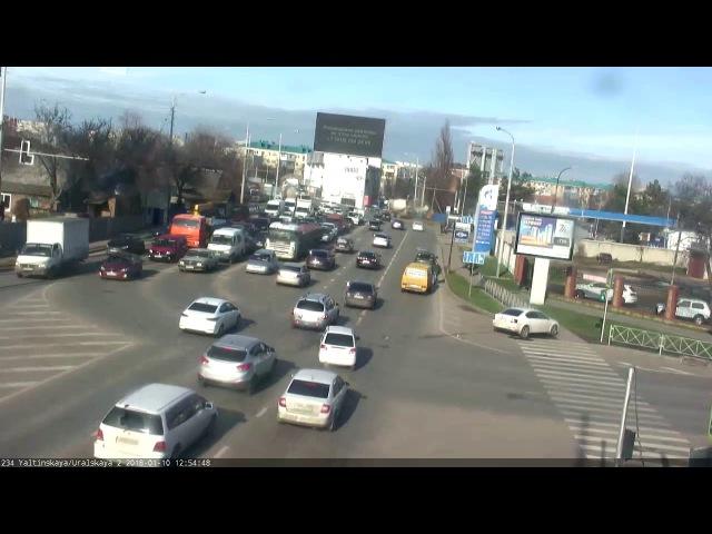 Перекрёсток улиц Ялтинская и Уральская 10 января