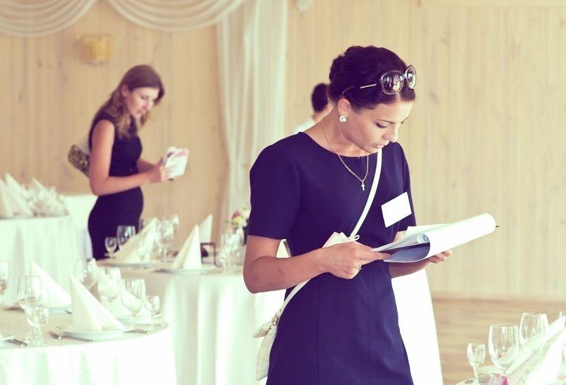 0eF0ySe6NsI - Свадебный распорядитель: нужен ли он и чем занимается этот специалист на празднике