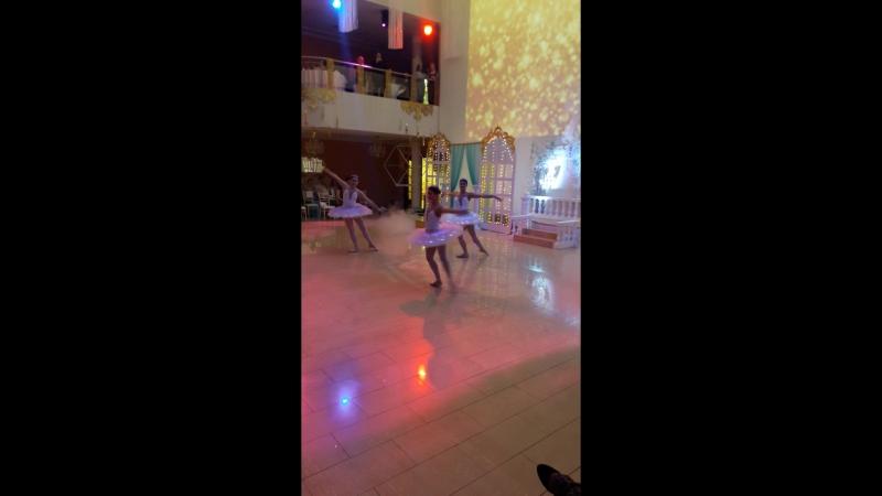 Шоу световых балерин