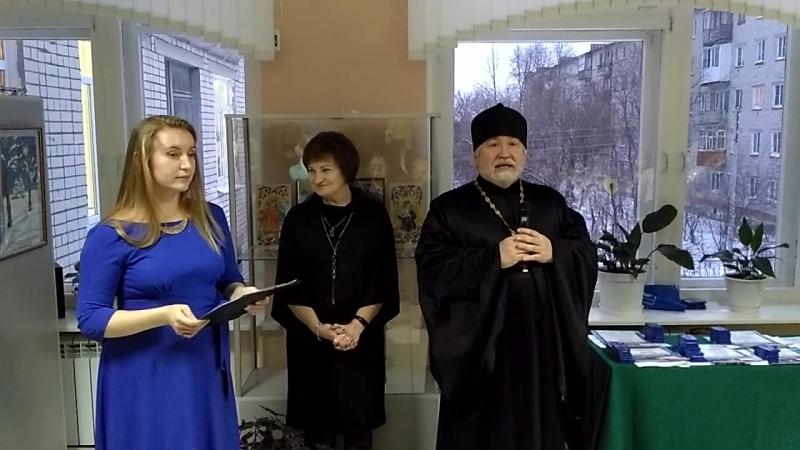 Отец Сергий Муратов награждает победителей конкурса в Детской музыкальной школе 2 им. А.П.Бородина