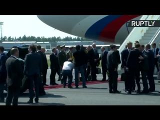 Путин в Хельсинки садится в Кортеж. Сделано в России .mp4