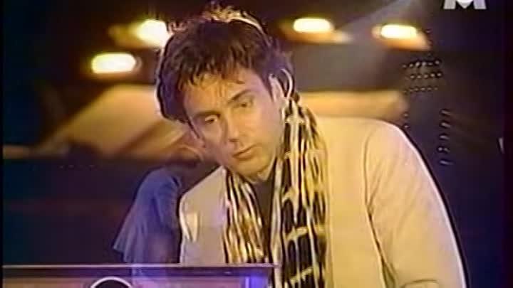 Jean Michel Jarre Live 2000 CAIRO EGYPT PYRAMIDS - YouTube