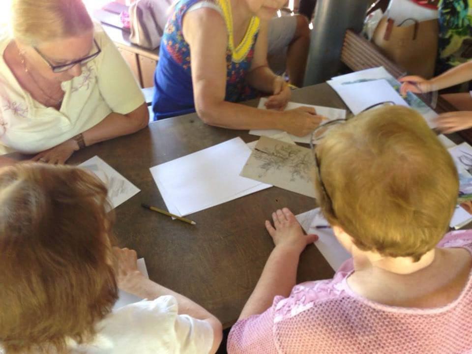 Пенсионеров Лианозова научат рисовать в парке на Угличской