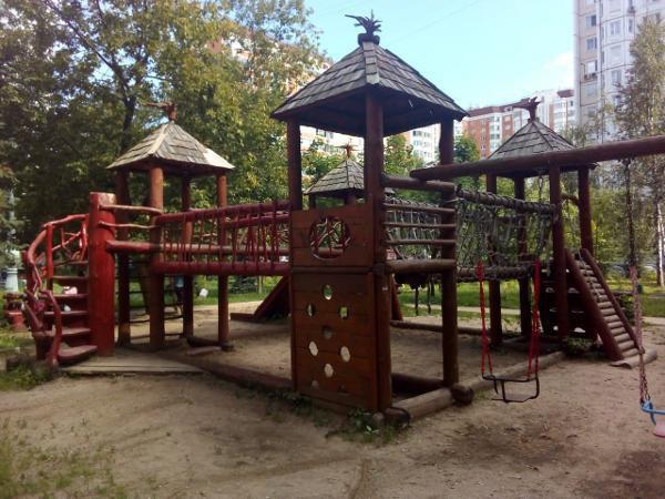 Детскую площадку привели в порядок на улице Дыбенко