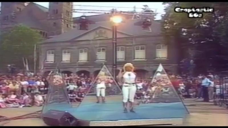 Connie Breukhoven Als Vanessa Hocus Pocus In TV Show Nederland Muziekland Veronica INC LTD By Dureco Benelux B V Records