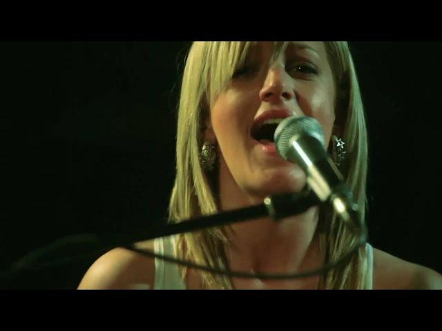 Te Amo Rihanna acoustic cover by Tijana Sarah Branko LIVE