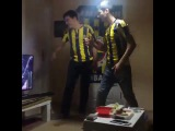 Turkish fan losing the plot and smashing up his TV during Besiktas vs Fenerbahce