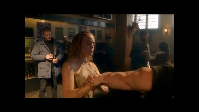 Legends Of Tomorrow - 1x01 - White Canary, Captain Cold Heat Wave In A Bar Fight (ST Roc