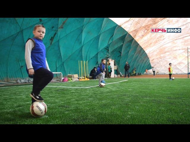 В спортивном клубе Планета ПРОСПОРТ открыто футбольное поле с искусственным покрытием