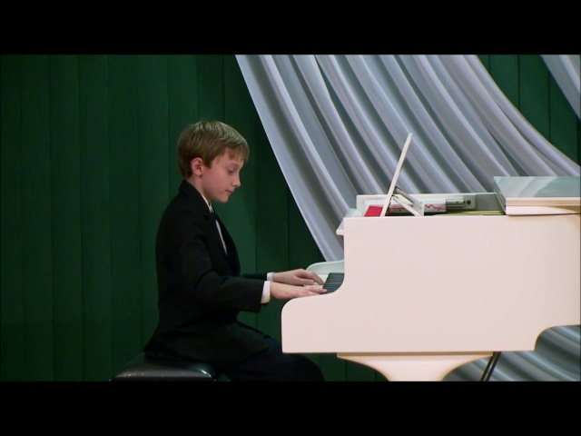 10yr. old Matas Stabingis plays Vittorio Monti - Czardas with piano.