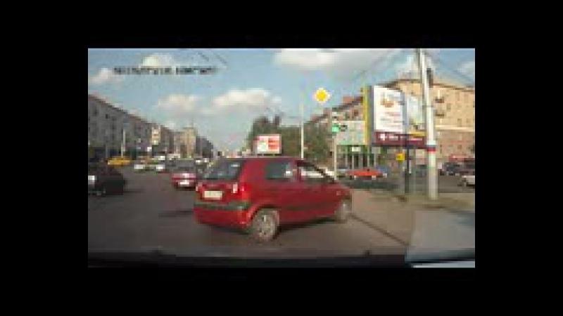 Красный Getz с буквой У на дорогах Омска