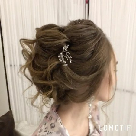 Макияж и Прически Тюмень on Instagram Средний романтичный пучок 🌸 Вы можете записаться на обучение макияж или прическу 📲 Написав в Whats App